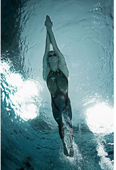 http://humankinetics.files.wordpress.com/2009/02/speedoo-lzr-suit_swim1.jpg